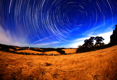 gazing: Star trail in the southern hemisphere, long exposure