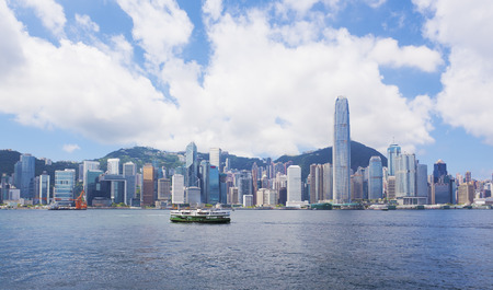 낮 시간 동안 홍콩 빅토리아 항구 (Victoria Harbour)의 전망 스톡 콘텐츠