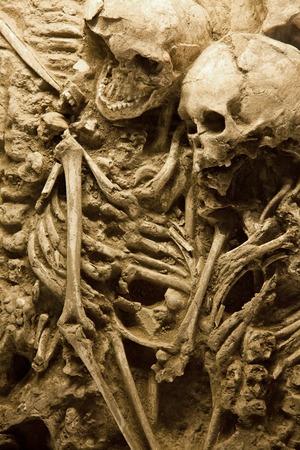 sacrificio: Esqueleto de una familia en un antiguo pozo de sacrificio en China Foto de archivo