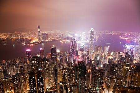 hongkong: View of the Victoria Harbour in Hong Kong at night