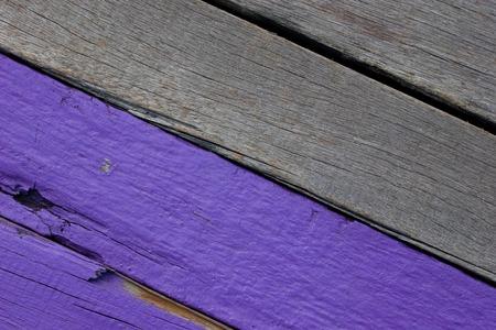 fondos violeta: Boundary between purple colored wood and ordinary wood