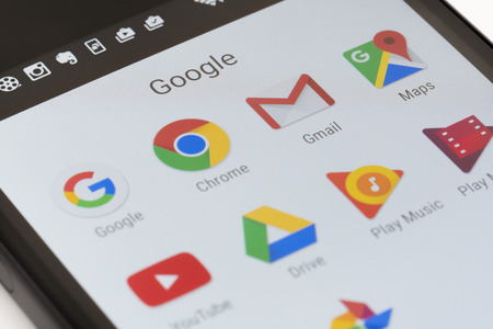 Melbourne, Australia - 23 maja 2016: Close-up z aplikacjami Google na Android smartphone, w tym Chrome, Gmail, Maps.