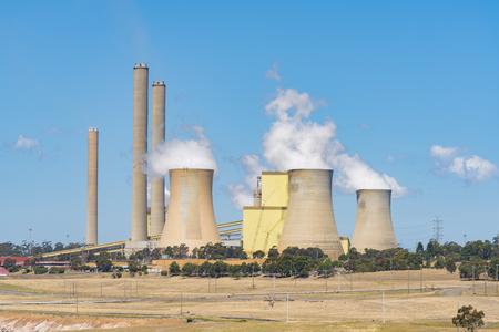 energia electrica: Central eléctrica a carbón Foto de archivo