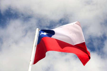 bandera chile: Marca Chile en el cielo azul