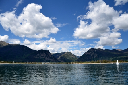 lake dillon: Mountain lake in summer