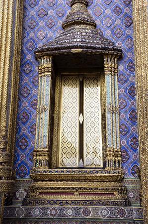 phra si rattana chedi: The close-up view of the mosaic decoration at the Grand Palace in Bangkok, Thailand