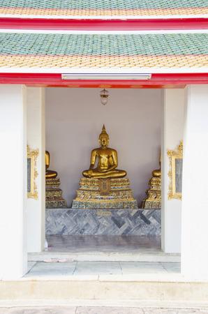 phra si rattana chedi: Buddha Statue at Grand Palace in Bangkok, Thailand