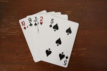 포커 테이블에 포커 카드