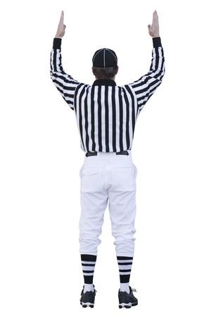 arbitri: Un arbitro di calcio segnali per un contatto. Questa immagine � isolato su uno sfondo bianco