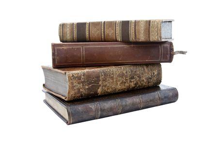 pile of books: Una pila di vecchi tempi antichi libri isolati su uno sfondo bianco