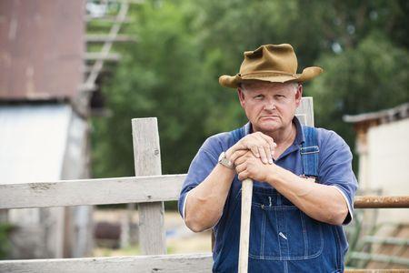 salopette: Portrait de Farmer vieux frustr� Banque d'images