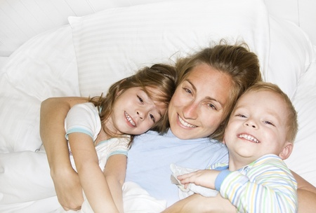 Waking up in the morning in bed with the Kids Stock Photo - 9784145