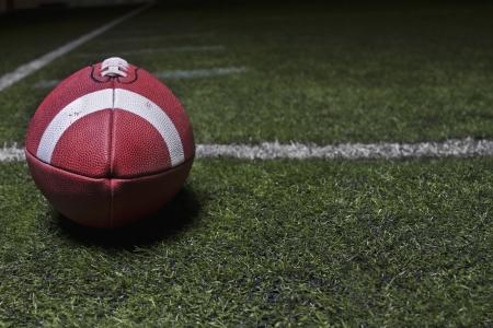 terrain foot: Football fond g�n�rique sur un terrain en gazon Banque d'images