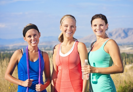 trabalhar fora: Three Healthy, Attractive Women ready to Work Out Banco de Imagens