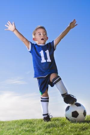 Jongen voetballer vieren Stockfoto