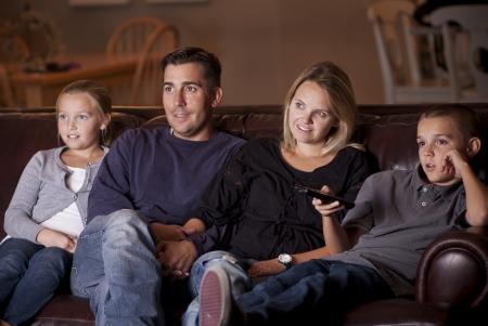 함께 TV를보고 가족