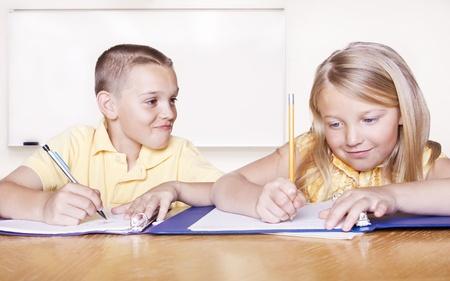 deberes: Los estudiantes de la Escuela Primaria hacer la tarea