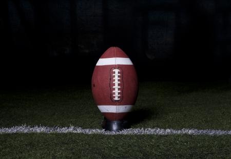 campo di calcio: Calcio Kickoff su sfondo notte
