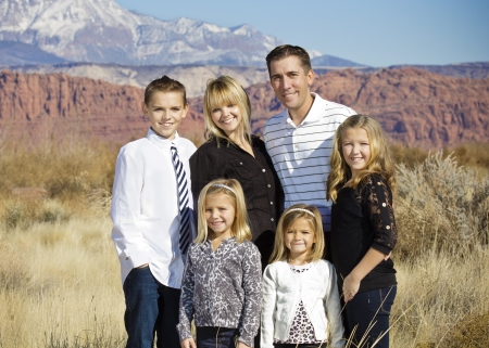 Mooie Family Portrait Outdoors Stockfoto
