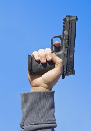 gatillo: Disparar un arma de la mano