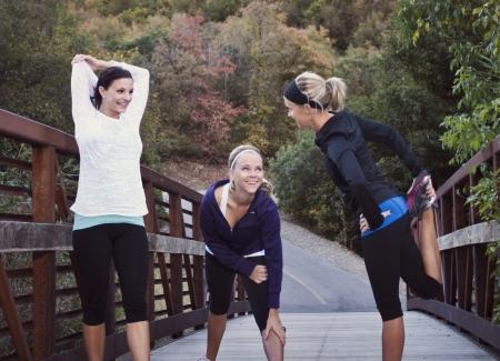 Drie vrouwen zich klaar voor een run Stockfoto