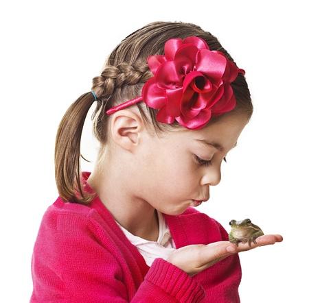 handkuss: Kleine Prinzessin küssen einen Frosch Lizenzfreie Bilder