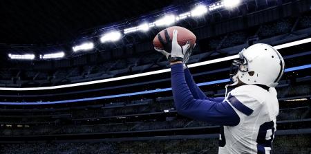 jugador de futbol americano: F�tbol americano Touchdown Catch Foto de archivo