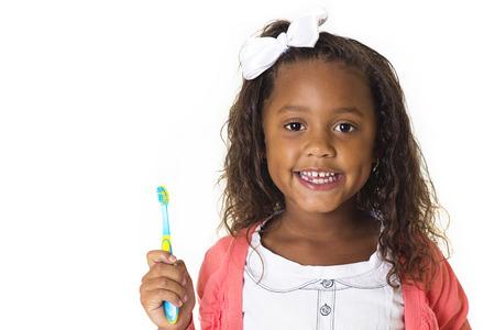 denti: Linda Ni�a cepill�ndose los dientes Foto de archivo