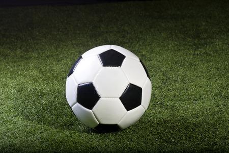 futbol soccer: Soccer Ball sitting on grass field