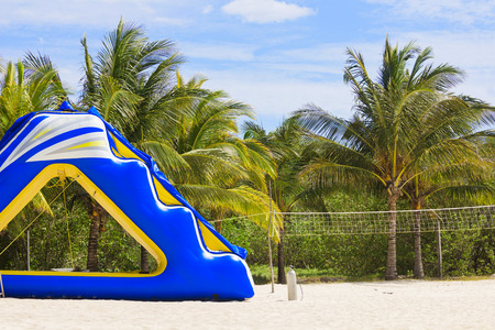 brincolin: Juguete tobog�n inflable Tropicales playa