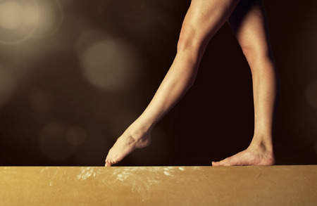 Close view of a Gymnast legs on a balance beam Archivio Fotografico