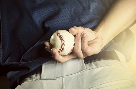 Baseball pitcher ready to pitch. Close up of hand focus on the fingers and the ball Archivio Fotografico