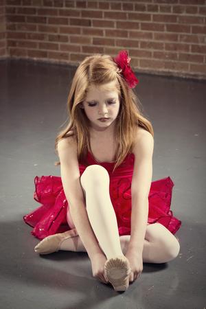 Mooie jonge ballerina klaar voor de les