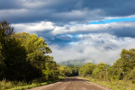 far east: Camino sucio en el Lejano Oriente de Rusia Foto de archivo