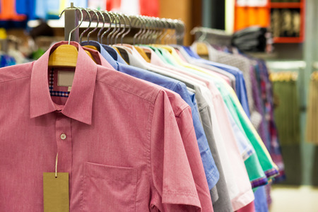 garderobe: Colored shirts on hangers in a shop
