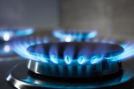 가스 오븐의 버너에서 가스 연소