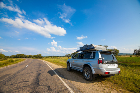 LESOZAVODSK, RUSSIA - AUGUST 16, 2014: Mitsubishi Pajero Sport with rooftop tent on a road Standard-Bild - 110497840