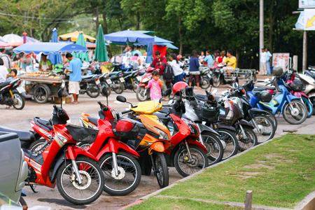 PHUKET, THAILAND - MARCH 01, 2011: Motorbikes at food market in Thailand Standard-Bild - 110497858