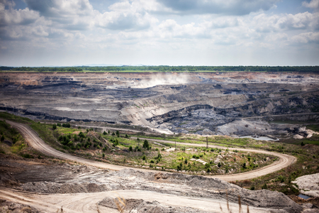 Open coal mine in Luchegorsk, Russia Standard-Bild - 103874431