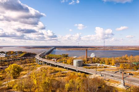 Bridge over Amur river in Khabarovsk, Russia in autumn Standard-Bild - 110545591