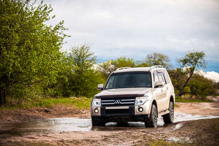 Khabarovsk, Russia - May 15, 2021: Mitsubishi Pajero/Montero at dirt road in summer Éditoriale