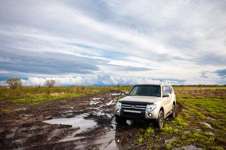 Khabarovsk, Russia - May 15, 2021: Mitsubishi Pajero/Montero at dirt road after rain Éditoriale