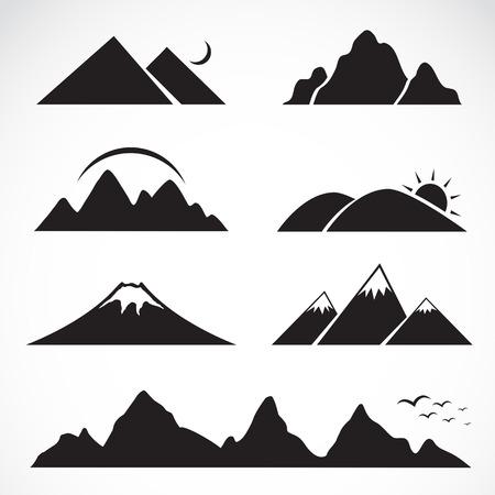白い背景の上の山のアイコンを設定  イラスト・ベクター素材