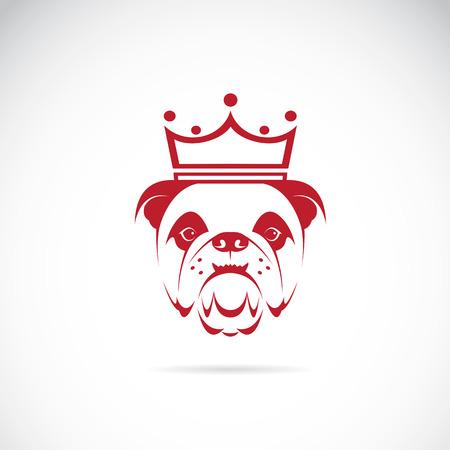 Vector de imagen de la cabeza de bulldog con una corona sobre fondo blanco.