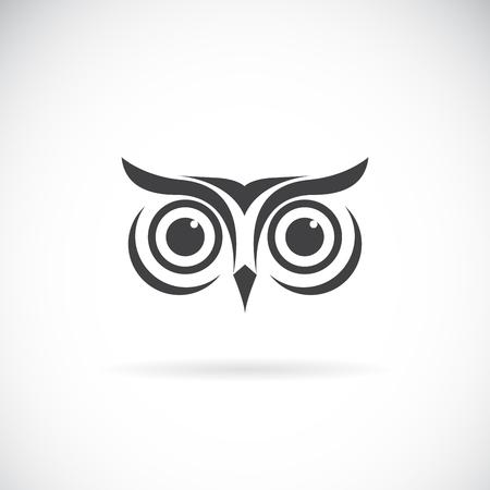 Vector of an owl face design on white background. Bird logo. Wild Animals. Easy editable layered vector illustration. Vectores