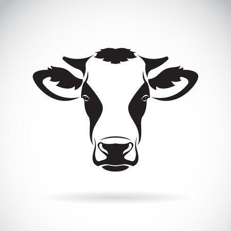 Vector van een koe hoofdontwerp op witte achtergrond. Boerderijdier. Gemakkelijk bewerkbare gelaagde vectorillustratie. Vector Illustratie