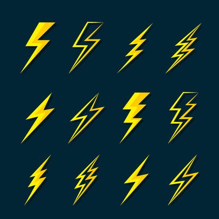 Vector de iconos planos de trueno relámpago en fondo azul oscuro. Ilustración vectorial en capas fácil de editar.