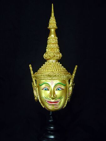 A model of thai actor's Khon mask on black background.(Thai traditional dance) Use in khon thai classical style of ramayana story. Phra Lak (Lakshman) mask in native thai style Foto de archivo