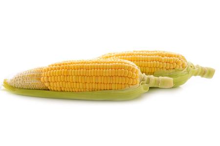 corn yellow: yellow corn with leaf on white background Foto de archivo