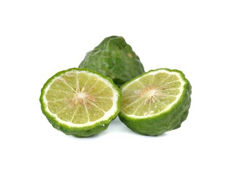 sanguijuela: bergamota fresca o sanguijuela cal en el fondo blanco